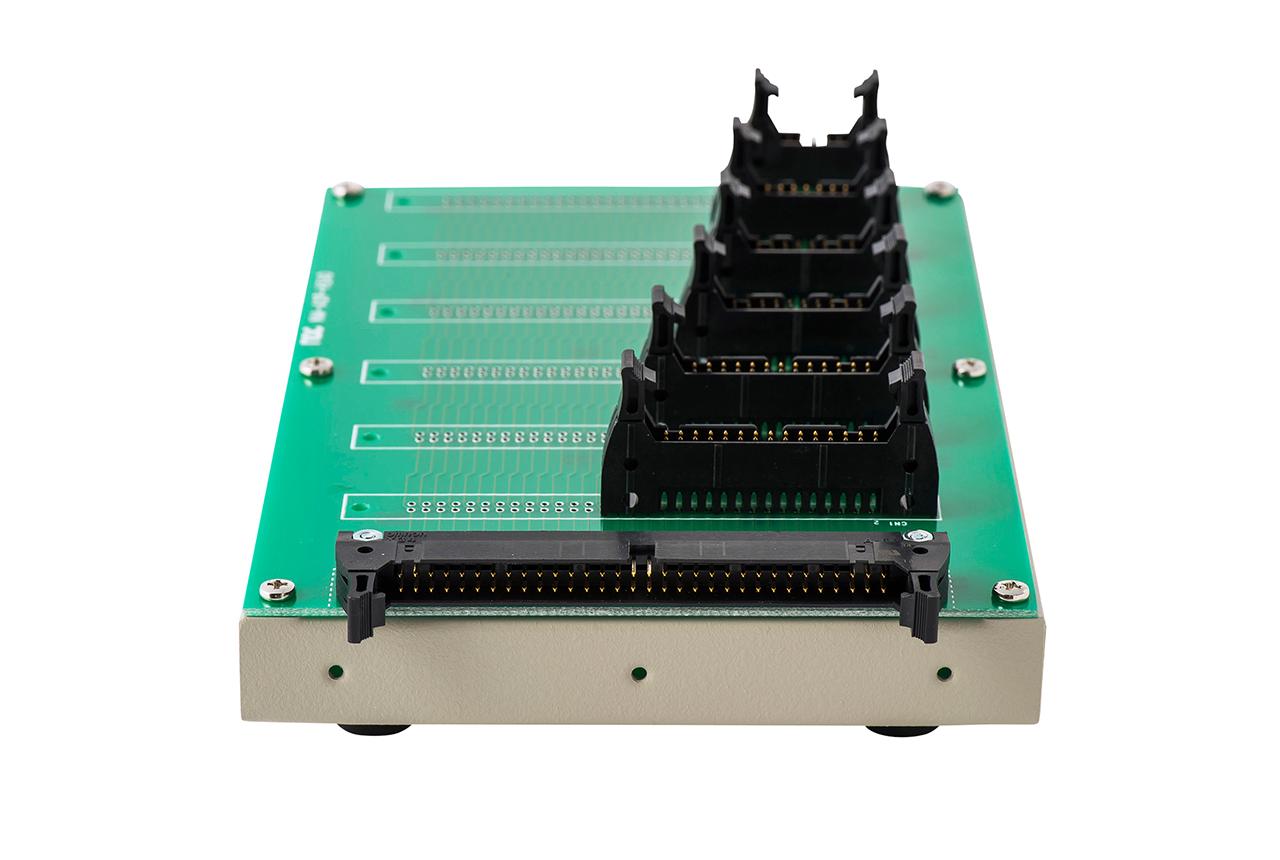 ハーネス検査用 変換アダプタ治具 NM-ADP-01Lの背面コネクタ