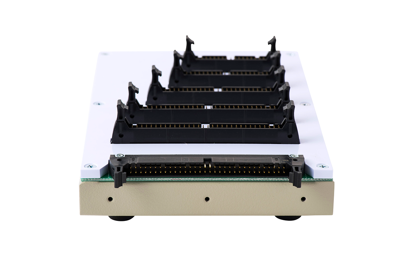 ハーネス検査用 変換アダプタ治具 NM-ADP-02Hの背面コネクタ